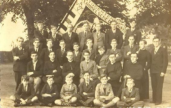 De Lommelse Blauwvoeters in 1941 bij de viering van het 25-jarig bestaan van hun vereniging.